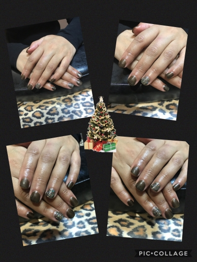 Pretty Christmas shellac. X